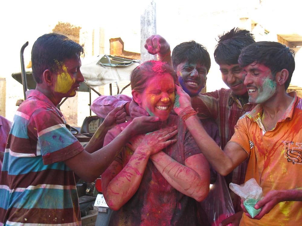 fêter holi en inde - voyager seule en Inde