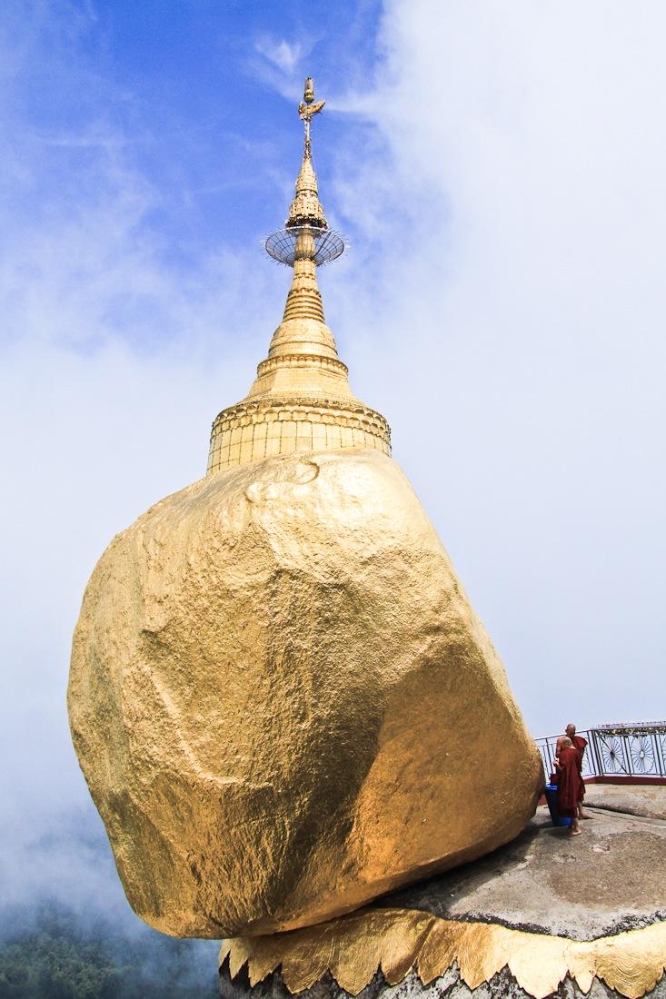 Le magnifique et mystérieux rocher d'or en Birmanie. Un incontournable