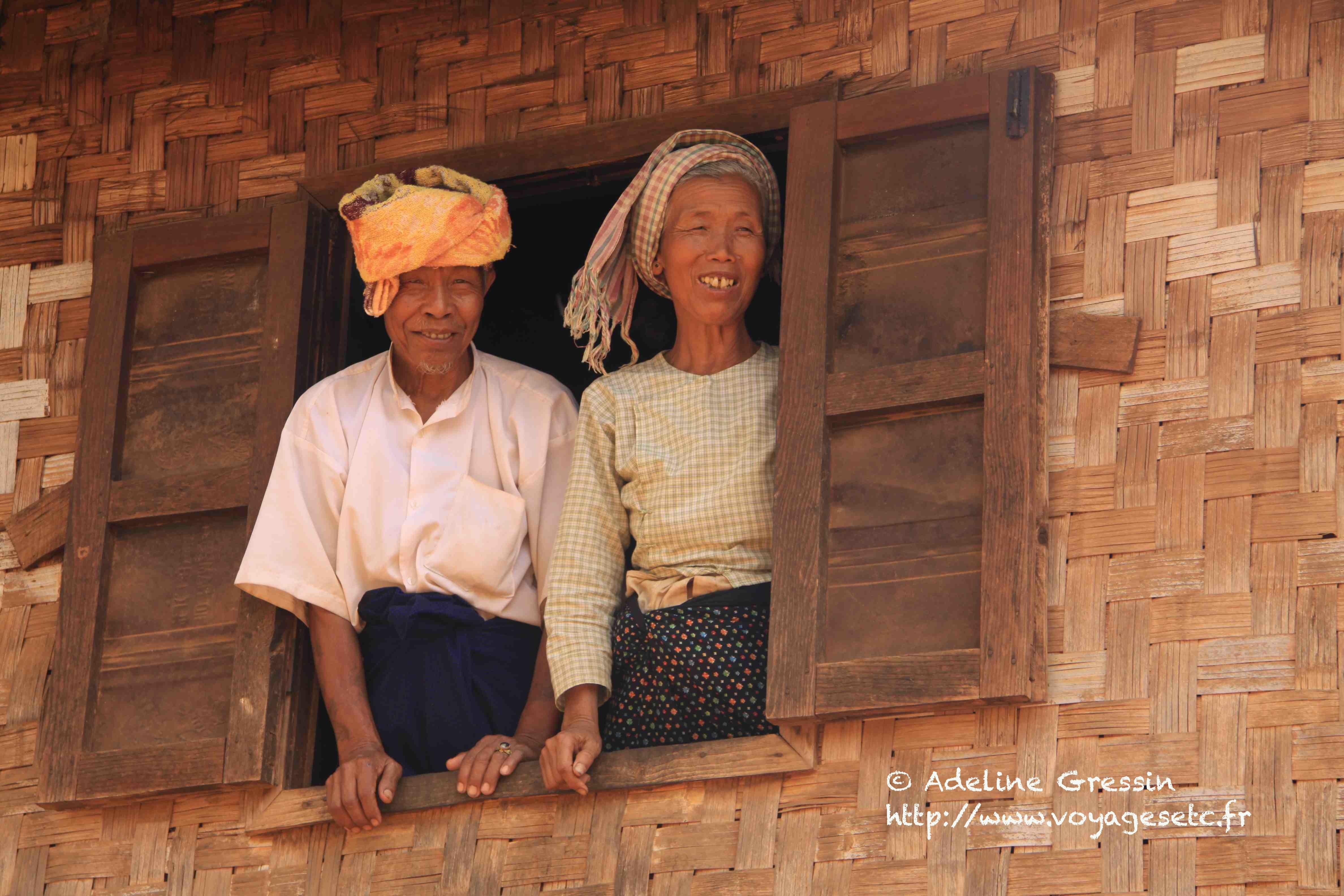 Couple dans un village de Birmanie