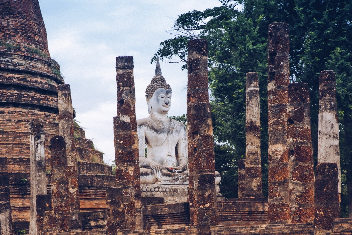 Bouddha du Wat Sa Si, parc historique de Sukhothai, Thaïlande