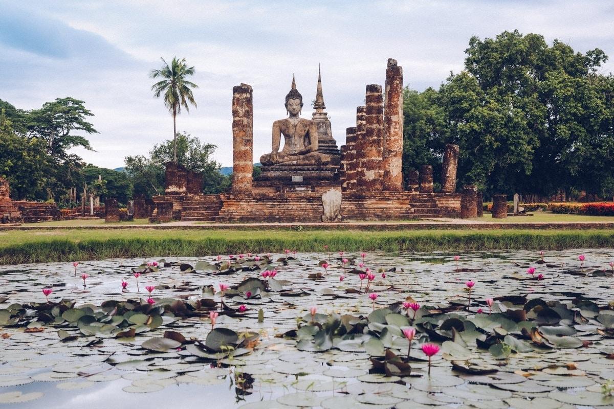 Le Wat Mahathat, l'un des plus beaux temples du parc historique de Sukhothai en Thaïlande