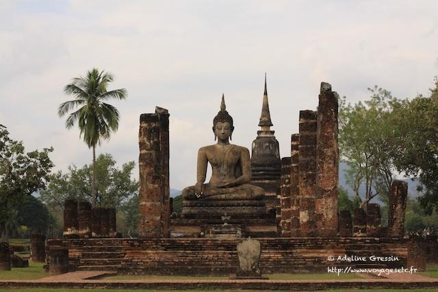 Sukhothai à vélo - devant le Bouddha de Sukhothai