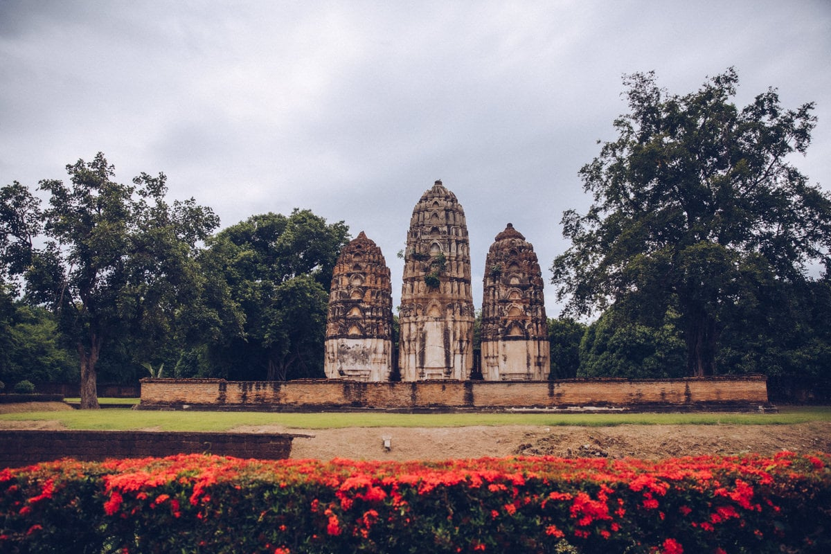 Le Wat Si Sawai est un sublime temple hindou construit par les Khmers. Il se trouve dans le parc historique de Sukhothai en Thaïlande