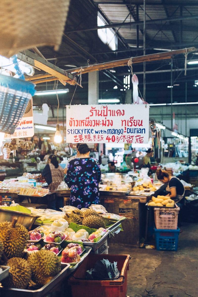 Mango Sticky rice sur un marché à Chiang Mai