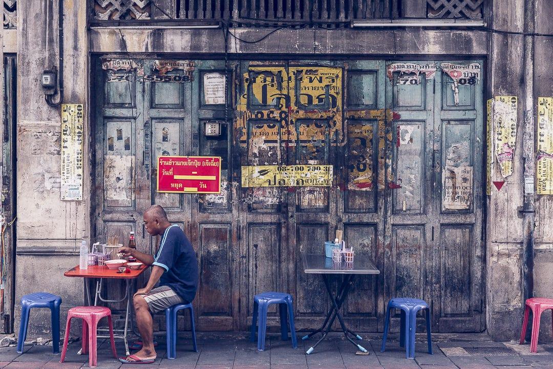 Cantine de rue dans le quartier de Chian Town à Bangkok - Thailande