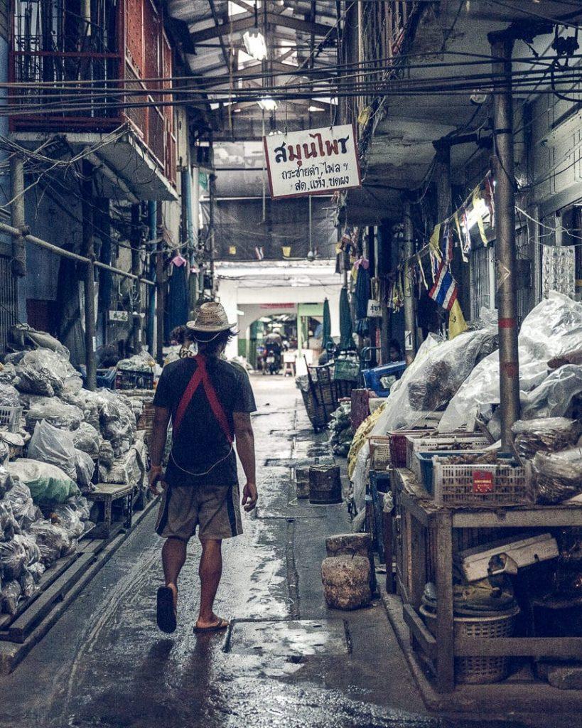 dans les allées du marché de Pat Klong , Bangkok - Thailande