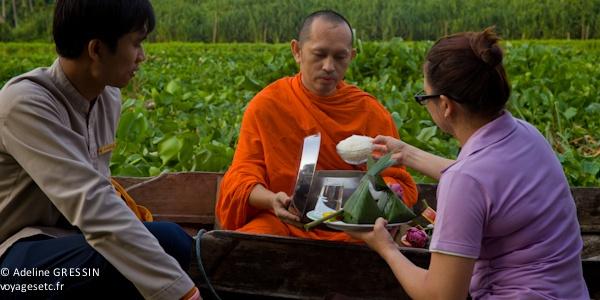 Bien être en Thailande : Aumone Moine