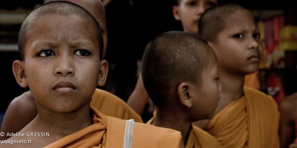 Moine Novice bouddhisme thailande