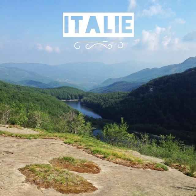 Italie randonnée dans les Apennins vue sur le parc des 100 lacs
