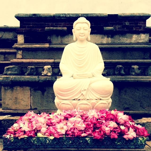 Bouddhisme au Sri Lanka - Bouddha anuradhapura