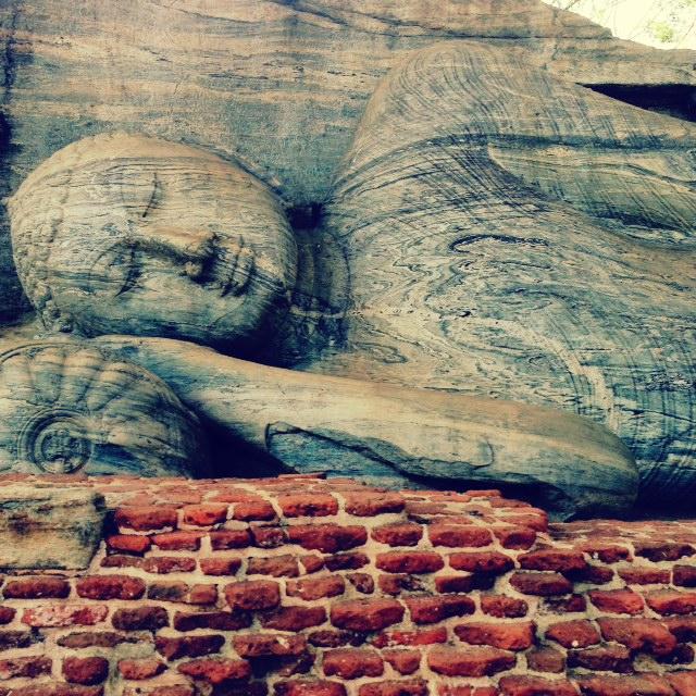 Bouddhisme au Sri Lanka - Bouddha couché pollonaruwa