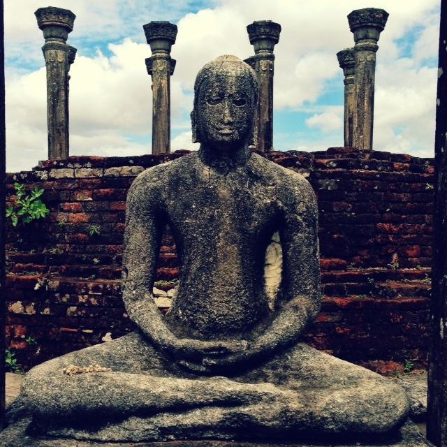 Bouddhisme au Sri Lanka - Bouddha du temple du rocher Medirigiriya