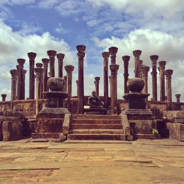 Bouddhisme au Sri Lanka - Temple du rocher Medirigiriya