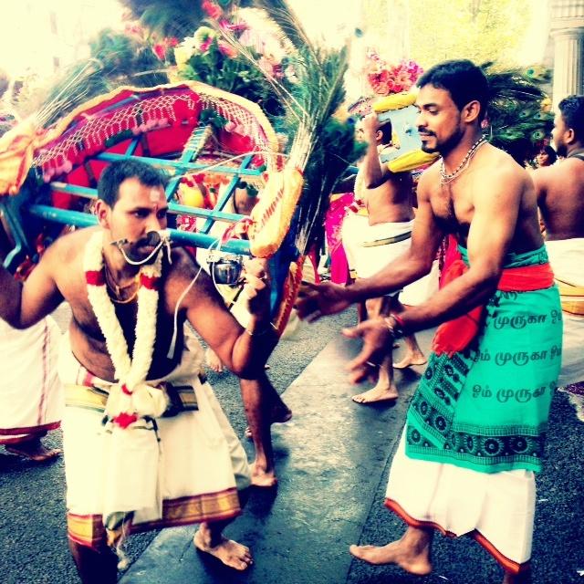 Voyagesetc52 - les danseurs de la fete de Ganesh