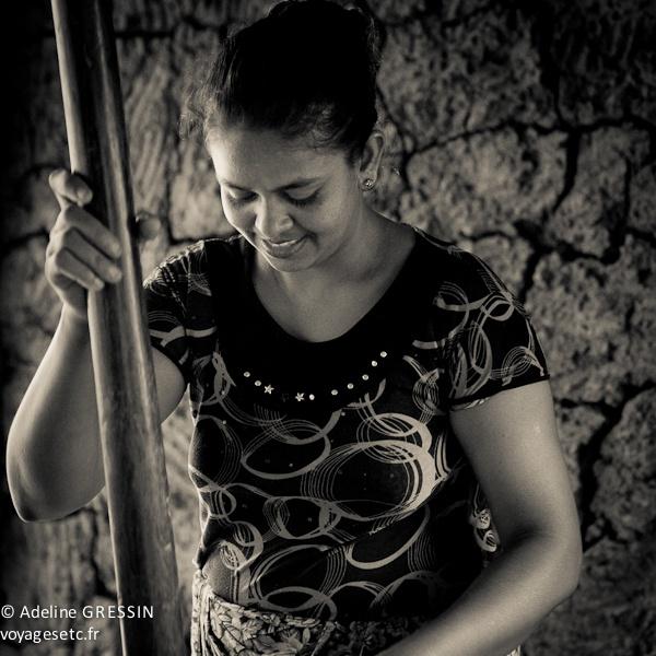 Sourire du Sri Lanka - Moudre le riz