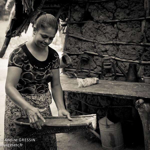 Sourire du Sri Lanka - Trier le riz