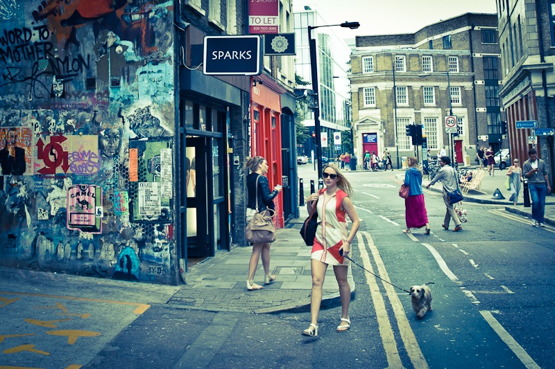 Street art à Londres - La fille au chien