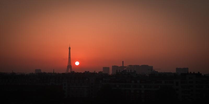 Lever de soleil magique sur la Tour Eiffel Paris