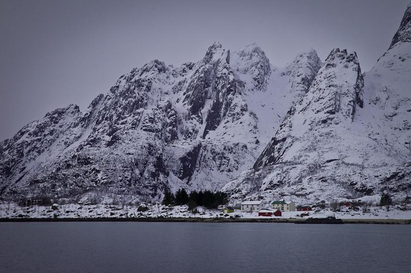 Norvege Safari des mers lofoten - village le long de Raftfjord