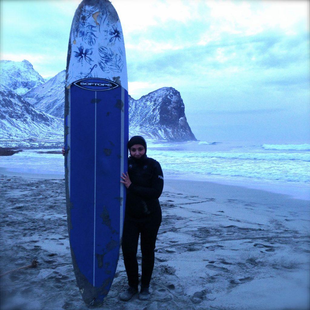 surfer au dessus du cercle polaire Surf Unstad