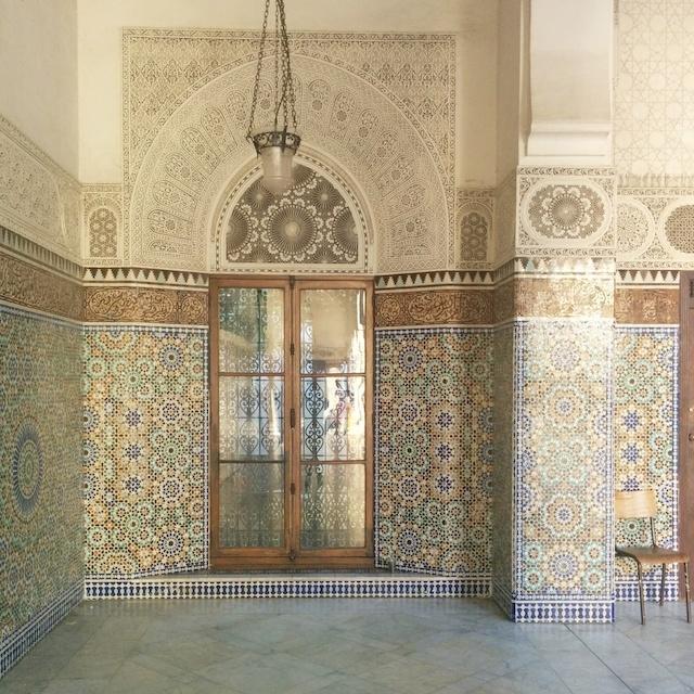 Voyager en France - porte dans le patio de la mosquee de paris