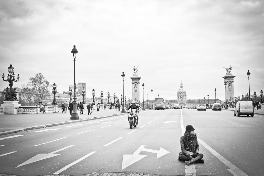 Le pont des invalides en noir et blanc