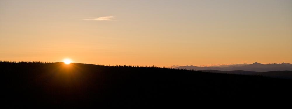 Yukon - soleil de minuit sur Tombstone