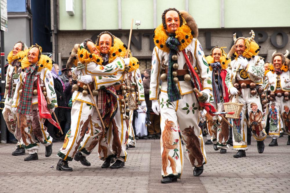Carnaval en allemagne - Schramberg Bawu - Hotel de ville fin du défilé