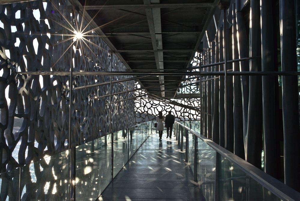 Mucem Marseille - Coucher de soleil dans les couloirs