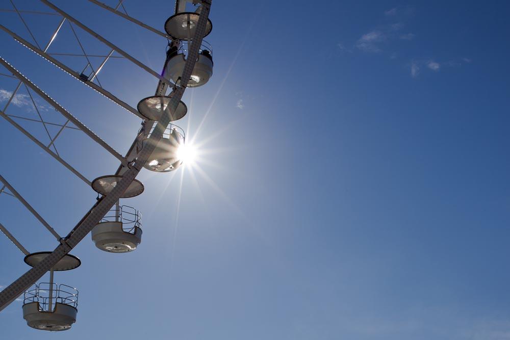 coucher de soleil sur la roue du port