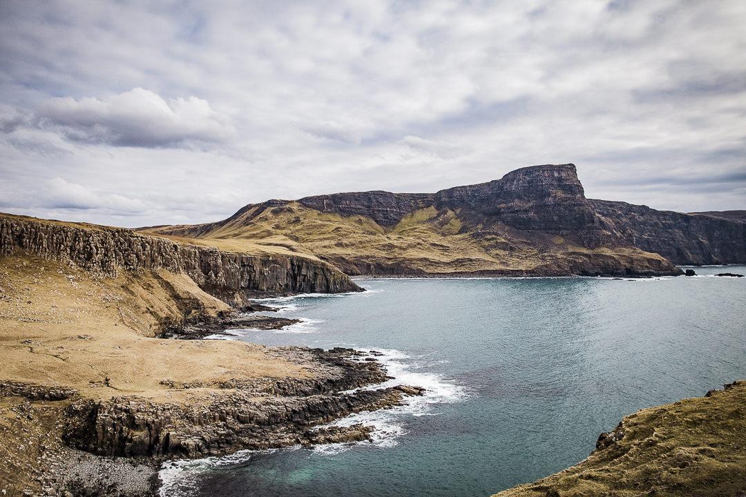 Paysage des highlands en Ecosse - Sur l'île de Skye près du phare de Nestpoint #ecosse #highlands #roadtrip