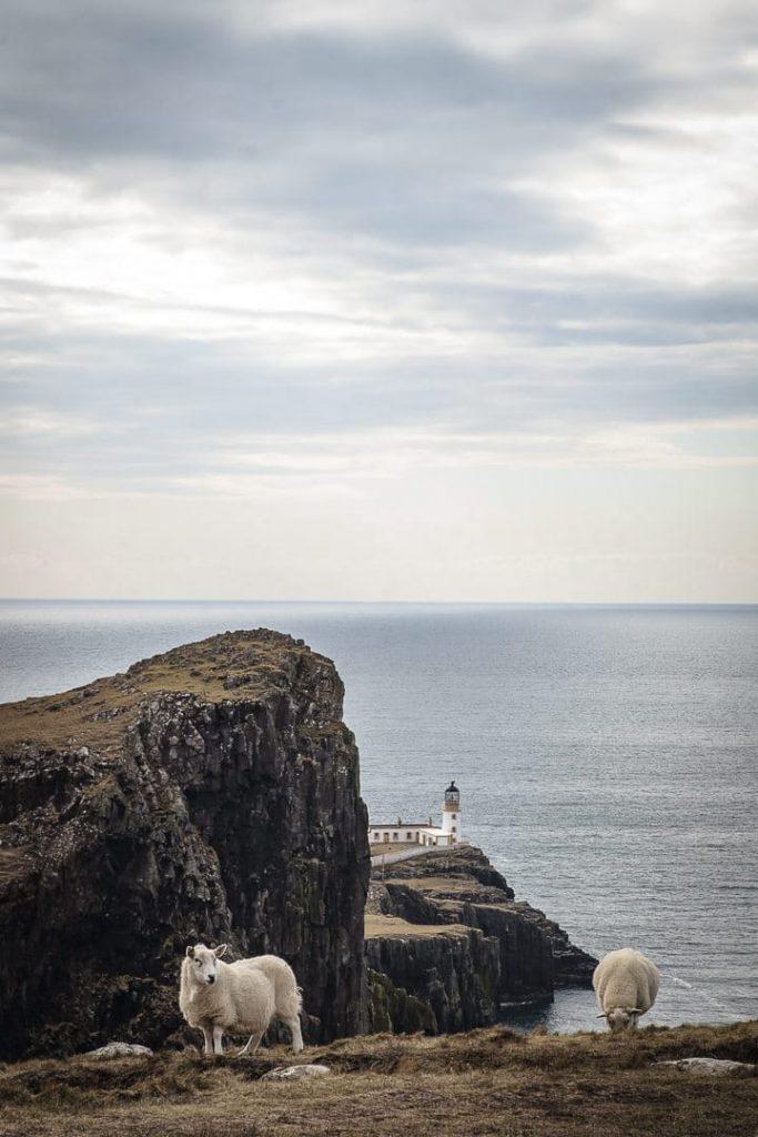 Le phare de Neist Point sur l'île de Skye en Ecosse #ecosse #roadtrip