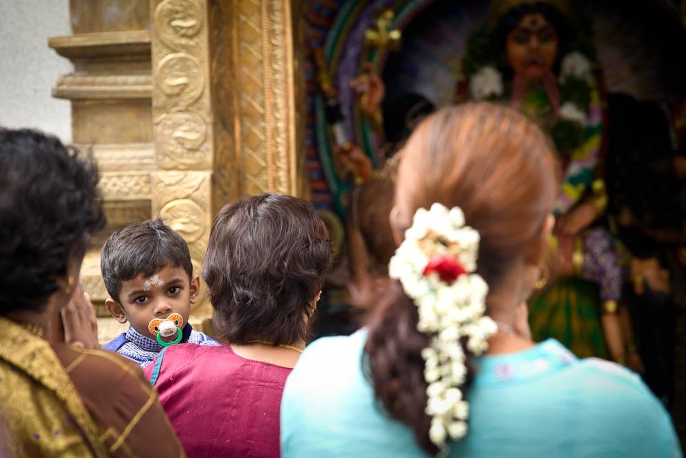Visiter singapour - Scène de vie dans un temple little india