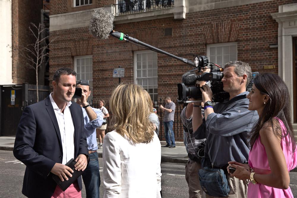 Naissance Royal baby - Des journalistes qui s'interviewent entre eux