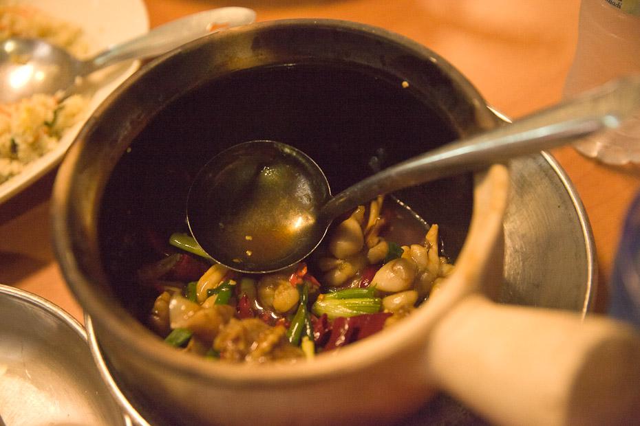 Que faire à Singapour ? Manger des cuisses de grenouille dans le quartier de Geylang