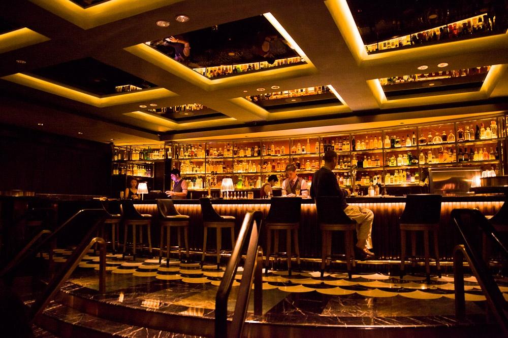 Où boire un verre à Singapour ? Manhattan bar - Regent hotel Singapour