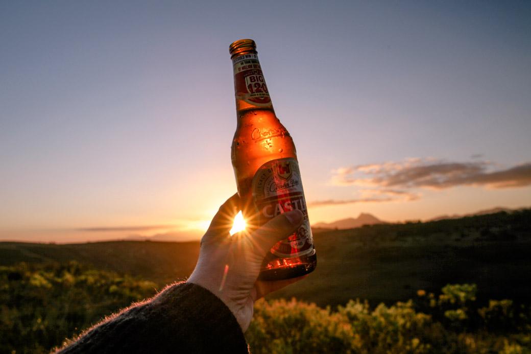 Safari en Afrique du sud - bière au coucher du soleil