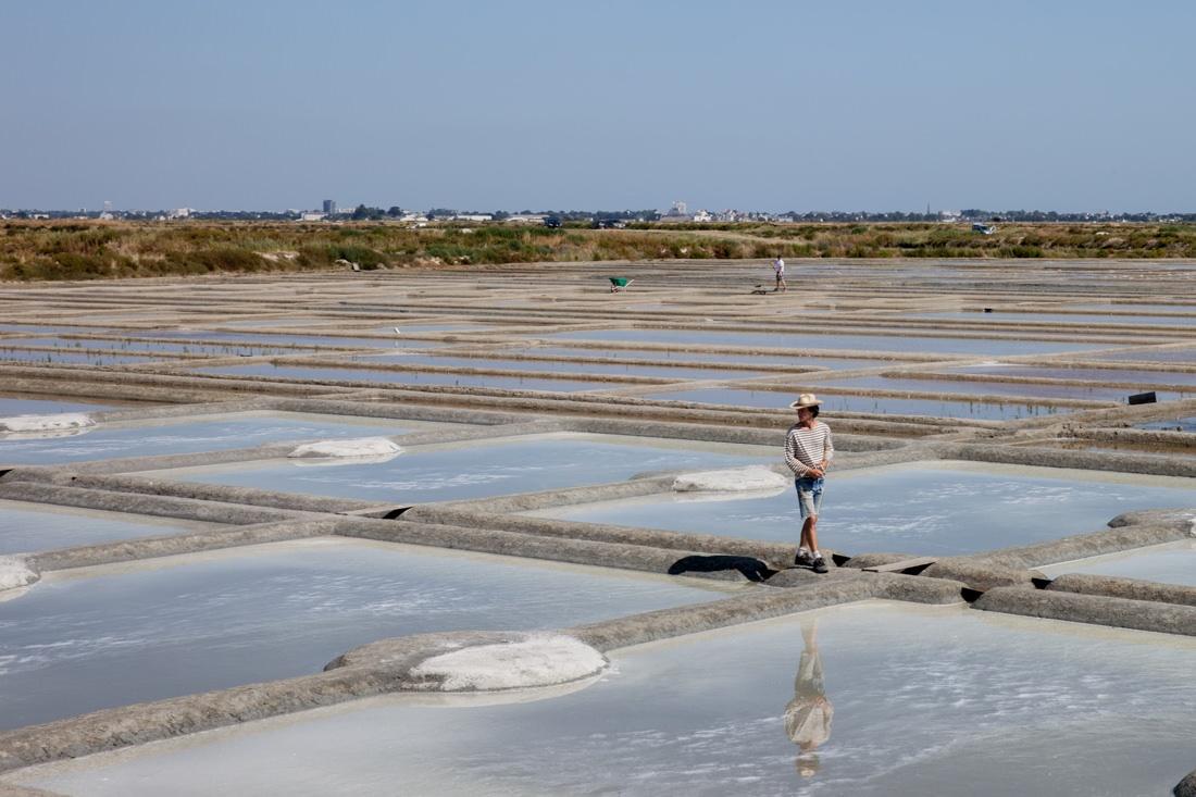 Loire Atlantique - paludier des marais salans Guerande