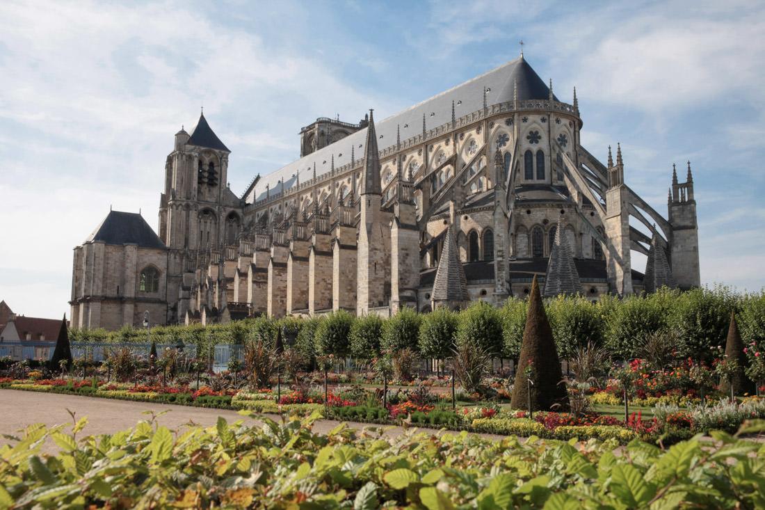 cathedrale de bourges vue des jardins de l'archevêché