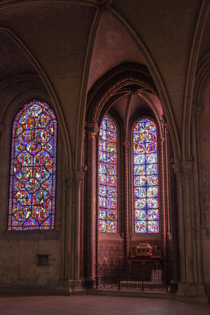 Vue sur les vitraux de la cathédrale de Bourges