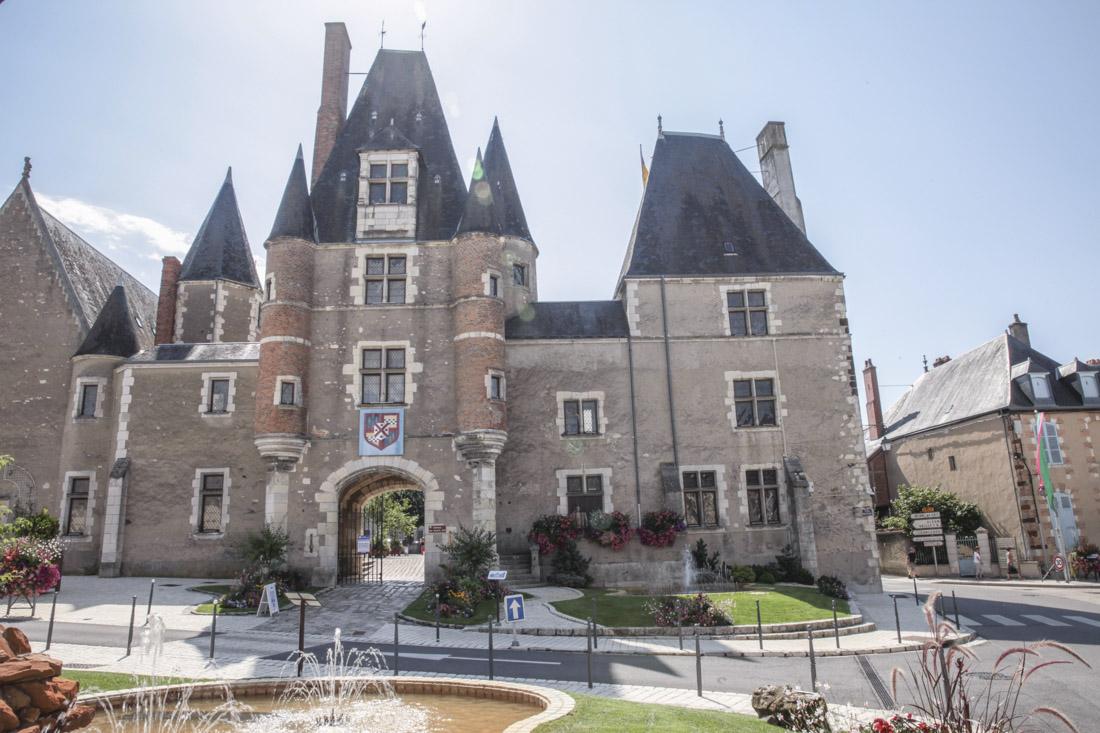 chateau des stuats aubigny sure nere