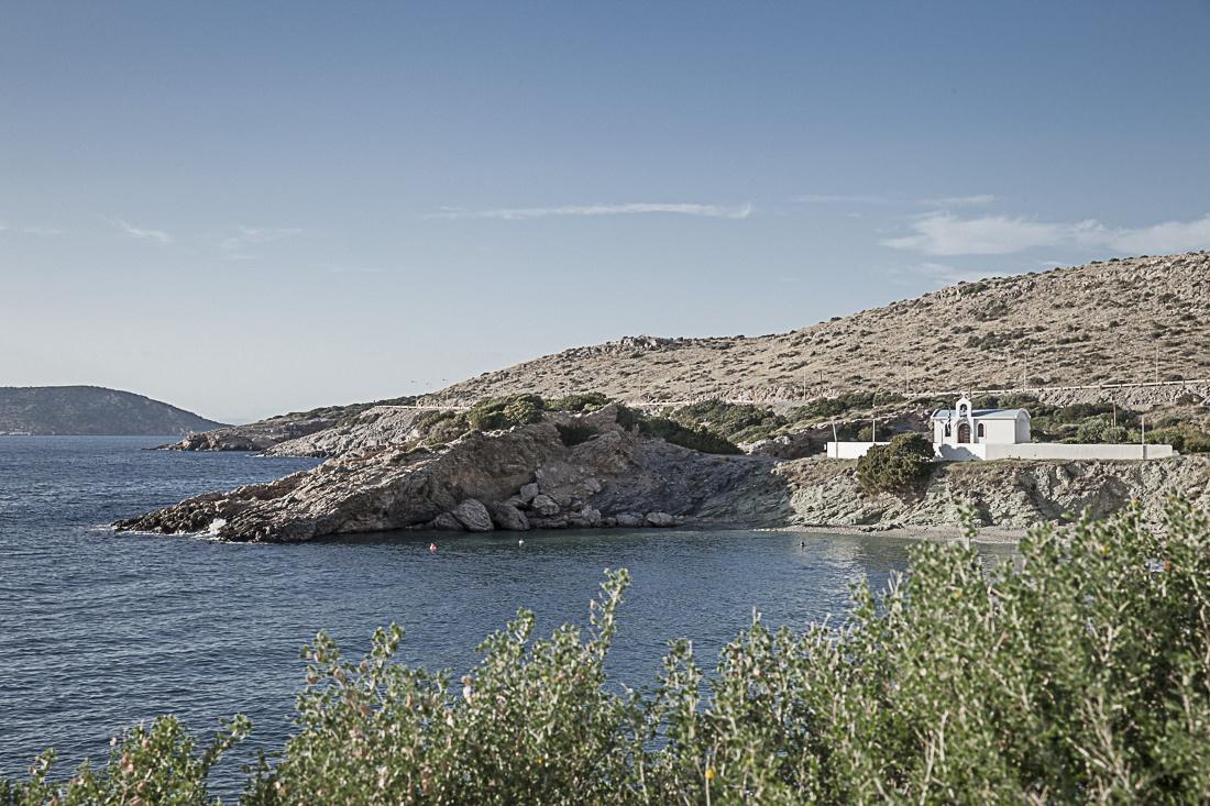 Athènes Grèce - Petite chapelle de la Crique avant le cap sounion
