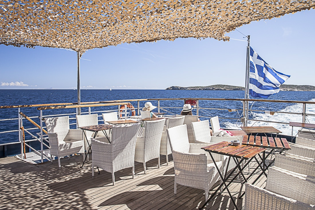 Un matin à l'arrière du bateau Olympic cruise, en route pour Hydra
