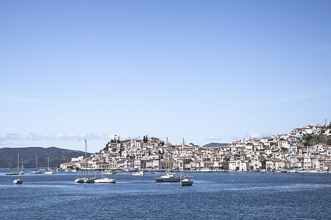 Arrivée sur Poros, grèce