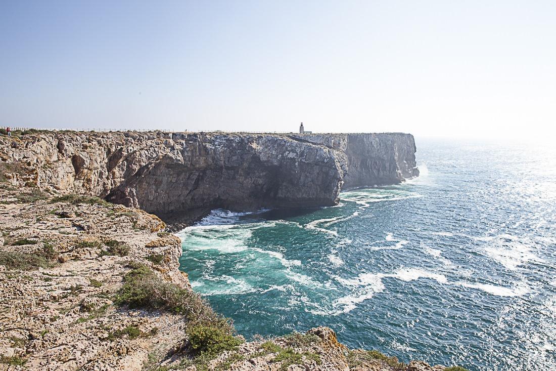 En Algarve, les pêcheurs pêchent à flanc de falaises, parfois à 20 ou 30 mètres de haut. Impressionnant mais quelle vue sur l'océan Atlantique