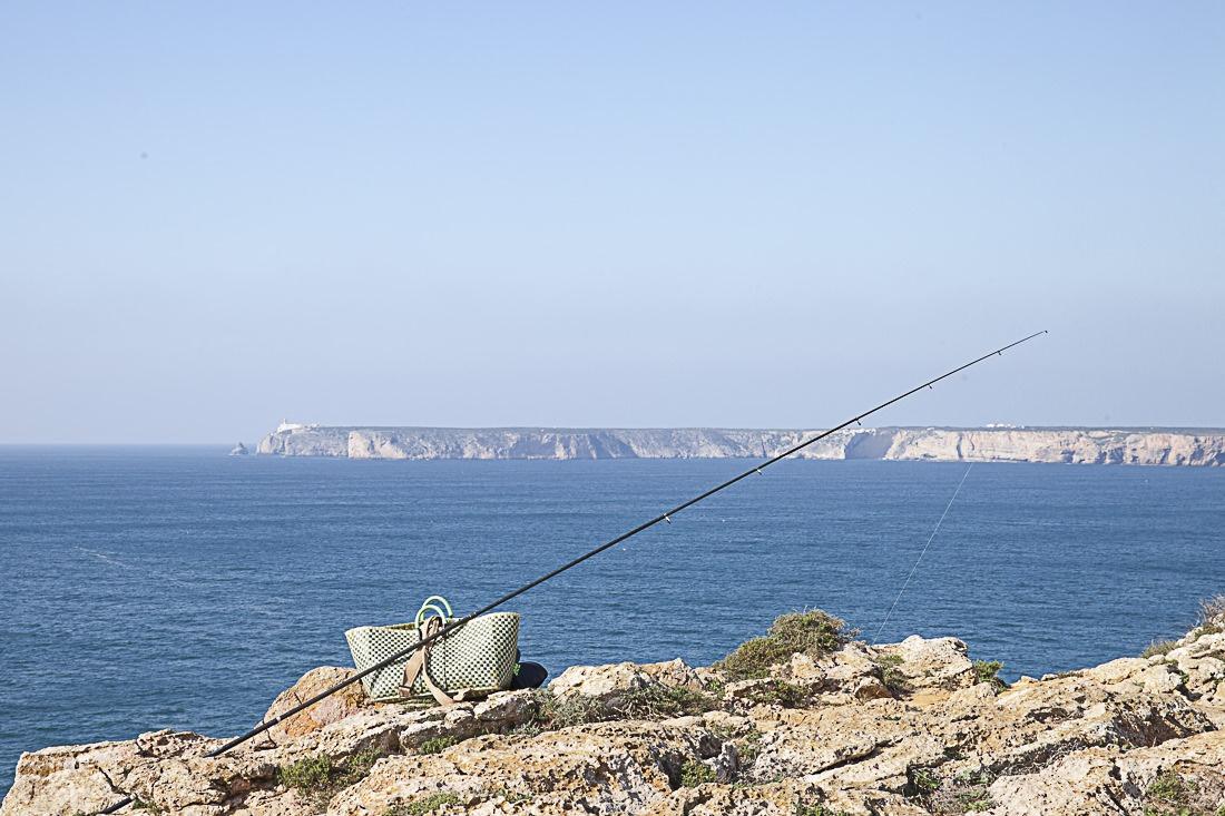 Le matériel de pêche en Algarve est assez classe : un petit panier stylé et une canne bien solide