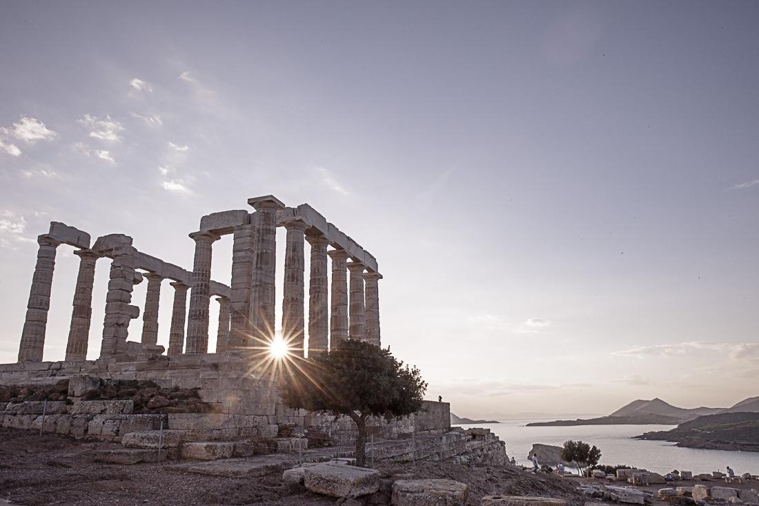 Le cap Sounion se situe à 70 km au sud d'Athènes, à voir absolument au coucher du soleil