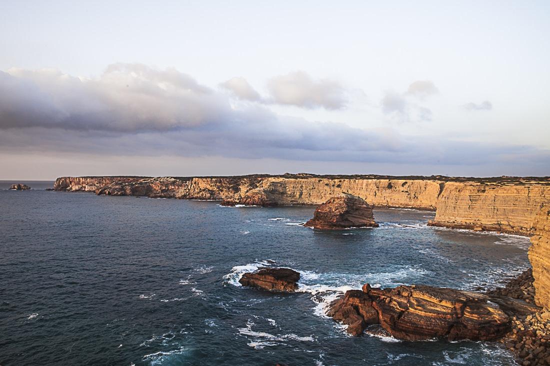 Magnifiques couleurs des falaises de Carrapateira au coucher du soleil