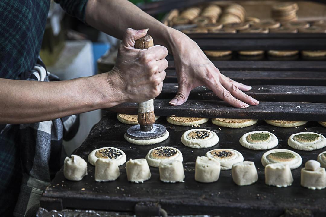 Les étapes de fabrication des biscuits à Iga au Japon