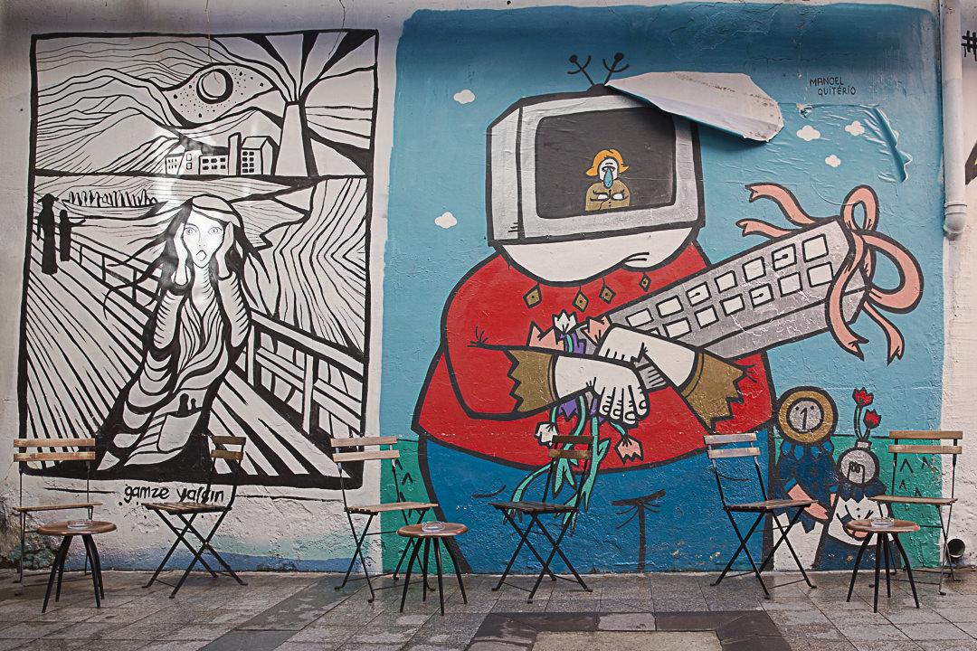Street art à Istanbul : petit café rue Kartal quartier Beyoglu